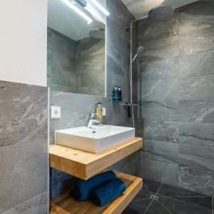 20.Ensuite Bathroom 1. jpg