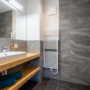 23 Ensuite Bathroom 2